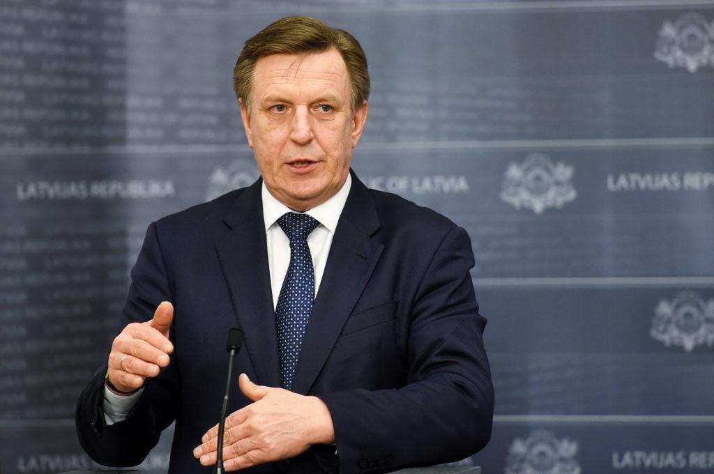 """Ministru prezidents Māris Kučinskis preses konferencē informē par telekomunikāciju uzņēmumu SIA """"Lattelecom"""" un SIA """"LMT"""" kapitāla daļu pārvaldīšanu."""