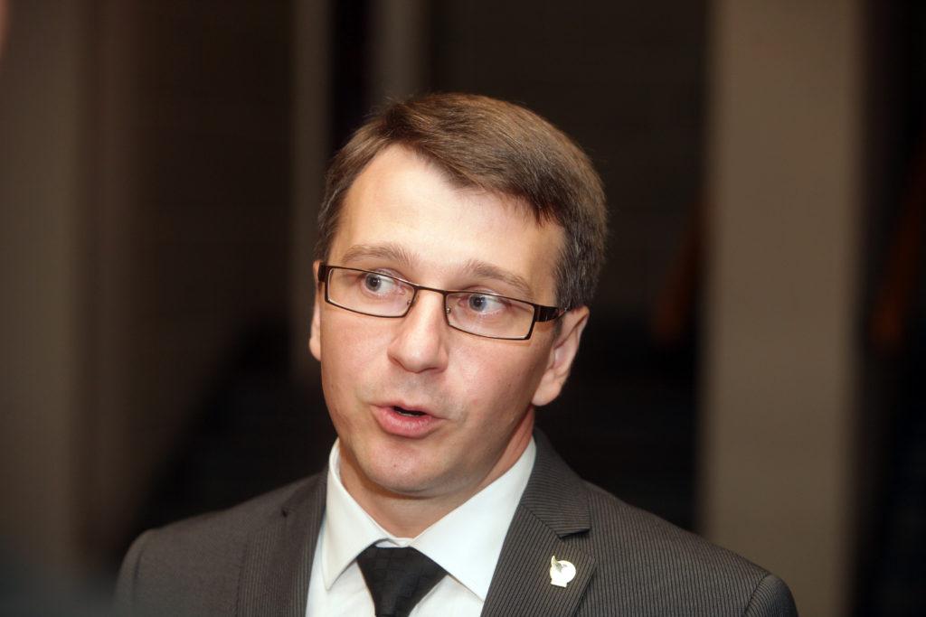Korupcijas novēršanas un apkarošanas biroja priekšnieks Jaroslavs Streļčenoks atbild uz žurnālistu jautājumiem pēc tikšanās ar Valsts prezidentu Melngalvju namā.