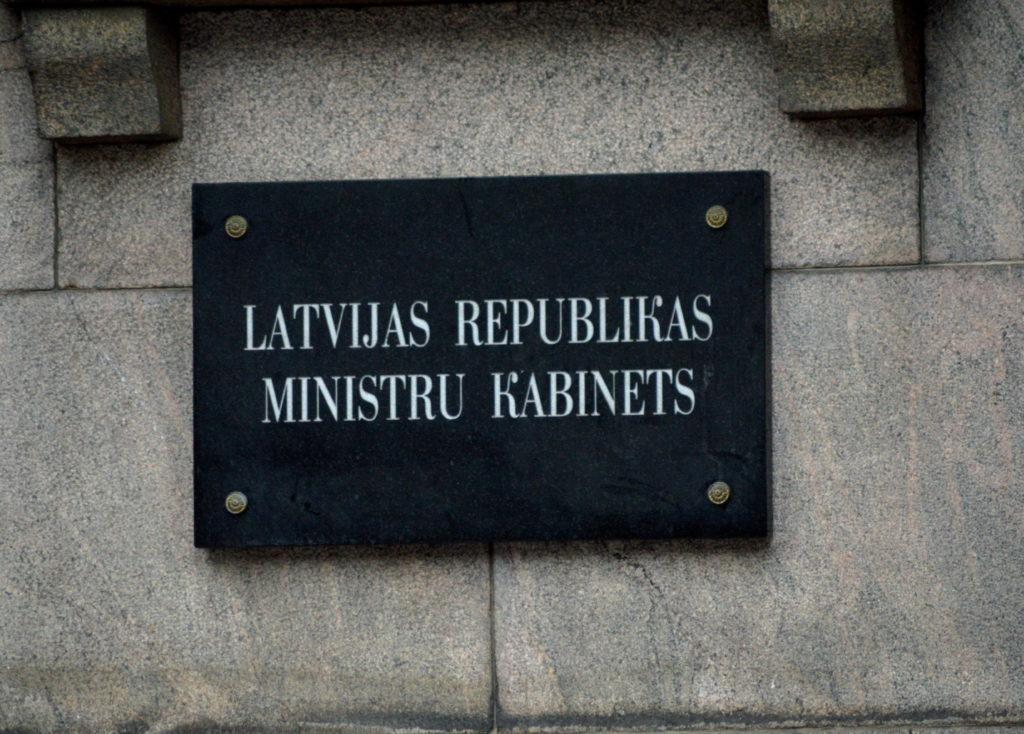 """Plāksne """"Latvijas Republikas Ministru kabinets""""."""