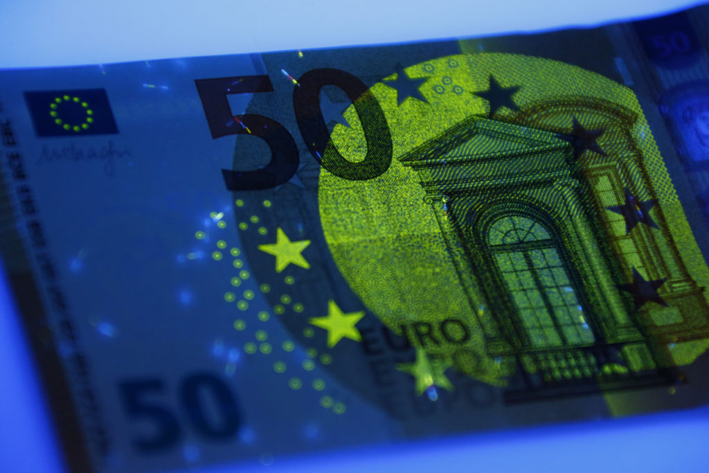 Security features of the new 50 euro banknote are shown during it's presentation by the German Bundesbank in Frankfurt, Germany, July 13, 2016.   REUTERS/Ralph Orlowski