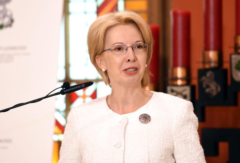 Saeimas priekšsēdētāja Ināra Mūrniece saka uzrunu Latvijas bobsleja, skeletona un parabobsleja sportistu godināšanas laikā Saeimas namā.