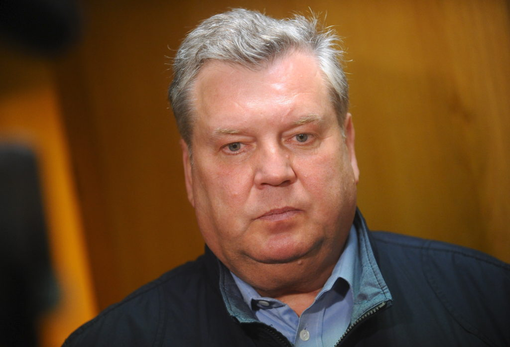 """Partijas """"Saskaņa"""" Saeimas frakcijas priekšsēdētājs Jānis Urbanovičs atbild uz žurnālistu jautājumeim pēc tikšanās ar Valsts prezidenta amata kandidātu Mārtiņu Bondaru."""