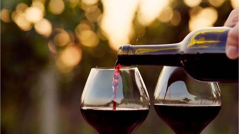 20150909205144-red-wine-classy-evening-dinner