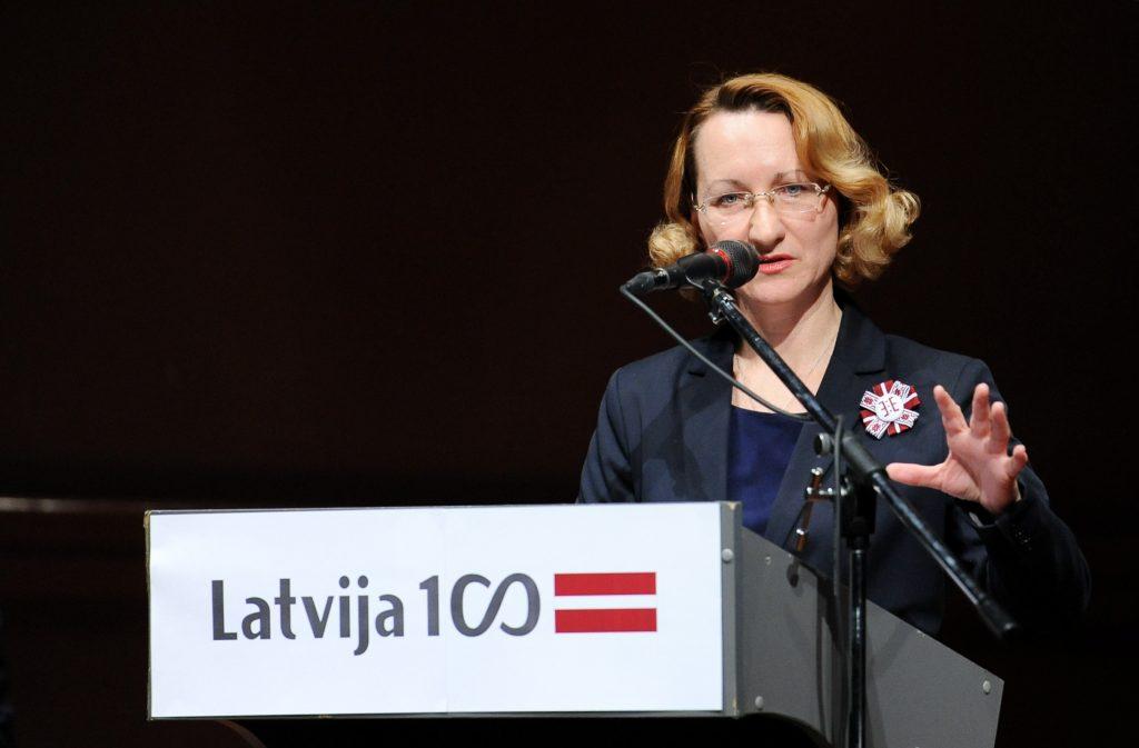 """Kultūras ministre Dace Melbārde uzrunā klātesošos Latvijas kultūras darbinieku """"Baltā galdauta forumā"""", kura uzmanības centrā ir Latvijas valsts simtgades svinības un iespēja kultūras satura līdzdalībai simtgades svētkos."""